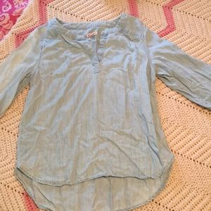 Totally adorable light denim blouse size small